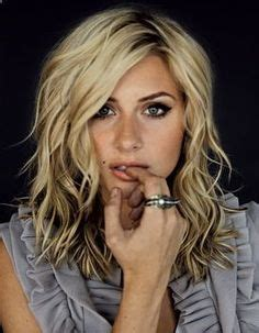 face framing layers medium wavy hair 1000 images about tagli shag on pinterest short shag