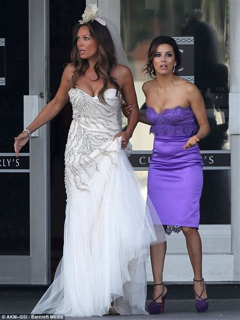 spoiler alert vanessa williams sprints in a wedding dress