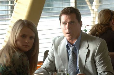 alice eve jurassic world bild zu ray liotta crossing over bild alice eve ray