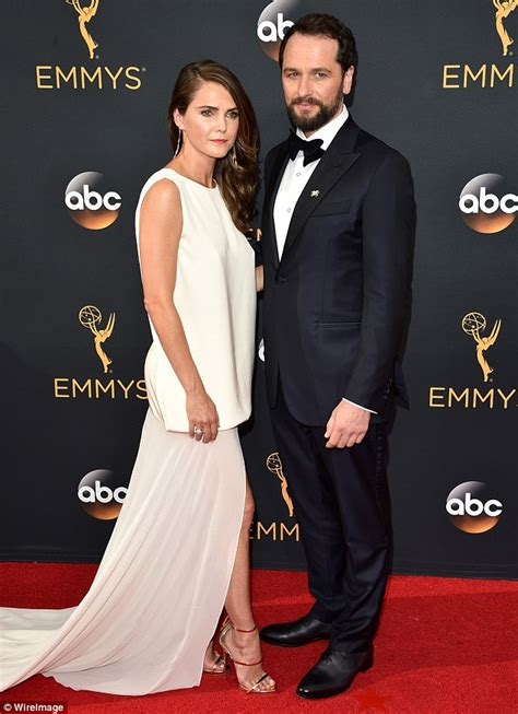 matthew rhys emmy keri russell and matthew rhys are a perfect match at the