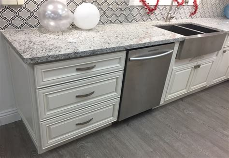 antique white glazed kitchen cabinets antique white maple glazed kitchen cabinets