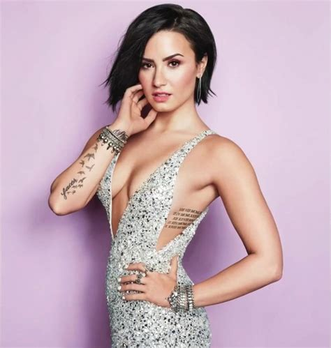 biography of demi lovato in english demi lovato height weight body statistics and more