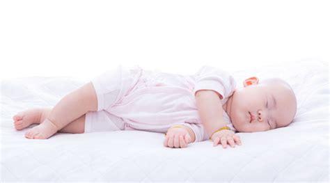 Bebelac Usia 0 6 Bln Perkembangan Bayi Usia 0 6 Bulan