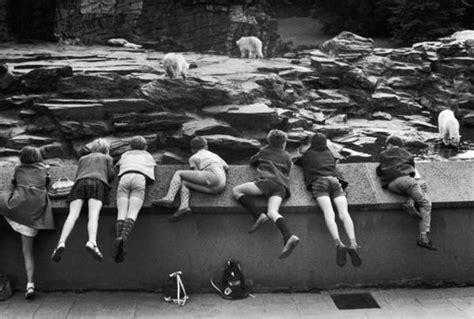 Table De Jardin Ronde 1933 by 100 Ans De Photographie Contemporaine Inkulte
