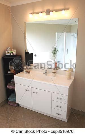 stock fotografie modern badezimmer eitelkeit a - Stahl Badezimmer Eitelkeit
