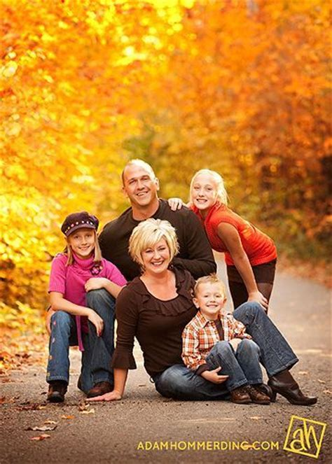 family picture color ideas i love this fall family photo great pose idea too the