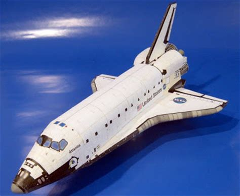 Papercraft Space Shuttle - detailed space shuttle papercraft