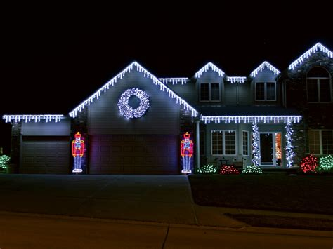 Outdoor Christmas Lights Ideas Designwalls Com Outdoor Display Lighting