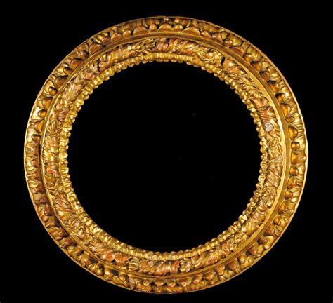 cornice rotonda cornice rotonda intagliata a foglie e dorata xvii secolo