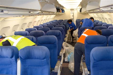 the fastest 10 minutes cleaning an aircraft between flightsnycaviation