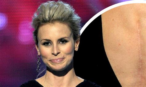 people s choice awards 2011 model niki taylor shows off
