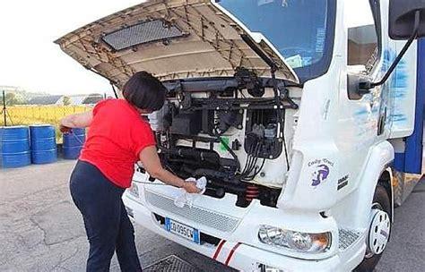 donne al volante di camion l orgoglio di essere camioniste repubblica it