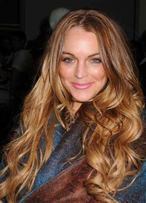 lindsay lohan with medium ash blonde hair very long and curly source hairstyles7 net lindsay lohan hairstyle pictures celebrity hairstyle