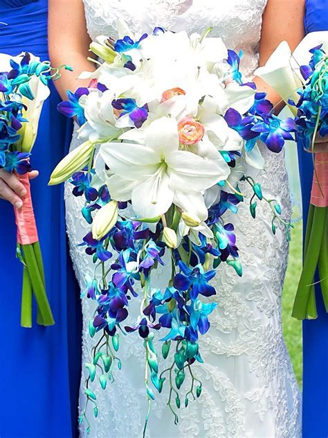 The Best Blue Wedding Flowers (and 16 Gorgeous Blue Bouquets)