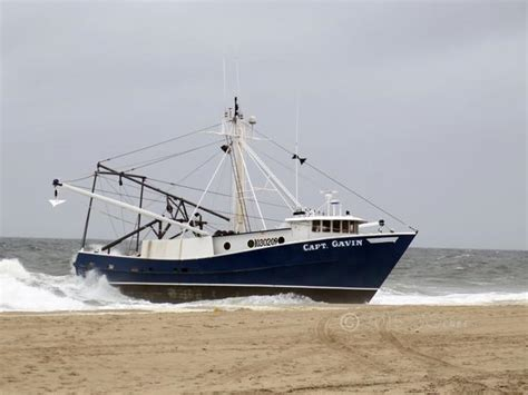 fishing boat jobs in nj fishing boat runs aground at shore philly