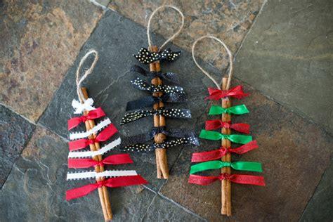 kerzenständer holz bunt weihnachtsbasteln mit naturmaterialien dekorationen aus