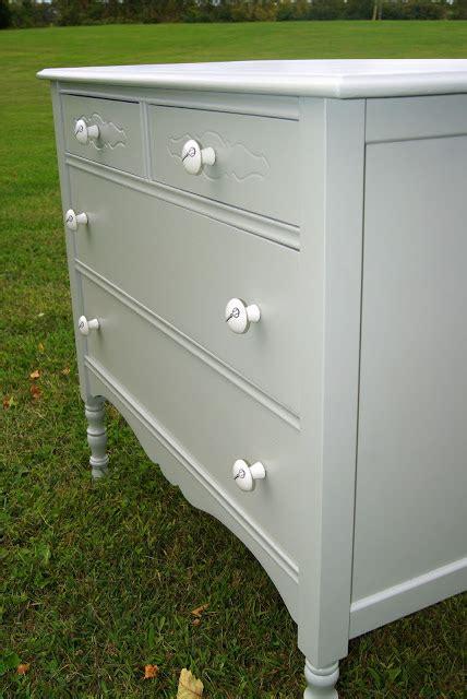 Lq Sis Cp Grey house pour fieldstone dresser