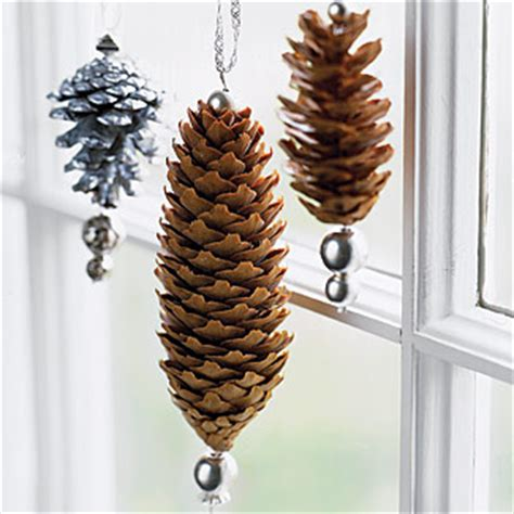 pinecone decor holiday decorations using pinecones
