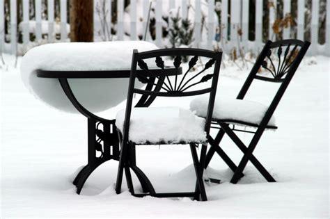 gartenmöbel winterfest garten winterfest machen mit liste winterharter pflanzen
