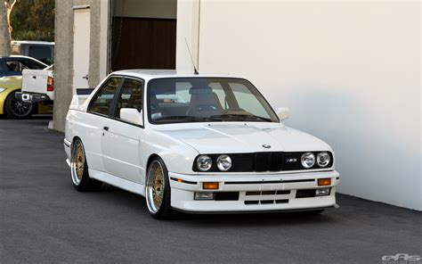 Jaw Dropping E30 M3 Will Turn You into an Old School BMW Fan   autoevolution