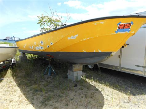 whaler commercial boats boston whaler gurdian commercial outrage 2004 for sale