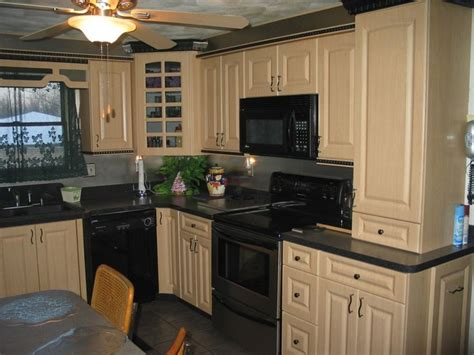 how to clean maple kitchen cabinets 1000 ideas about maple kitchen cabinets on maple kitchen maple cabinets and