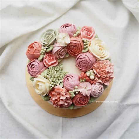 Wreath Style Korean Buttercream 69 best images about buttercream flower cakes on bespoke ranunculus and blush pink