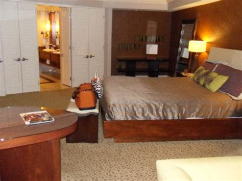 mandalay bay two bedroom suite mandalay bay 2 bedroom suite bedroom at real estate