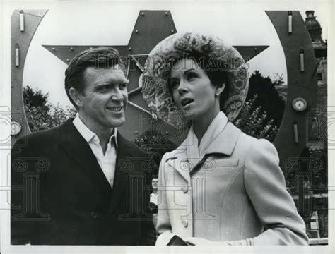Backyard Que Lansing 1966 Press Photo Wynter Robert Lansing In The