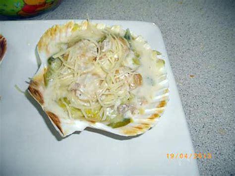 cuisiner les coquilles st jacques surgel馥s recette de coquille jacques sur lit de poireaux all 233 g 233