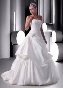 Wedding dresses and gowns give elegant look for the bridal put in