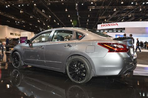 nissan midnight nissan debuts midnight editions of maxima sentra altima