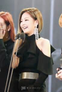 blackpink earrings 7 photos showing how blackpink s jennie stole the show at