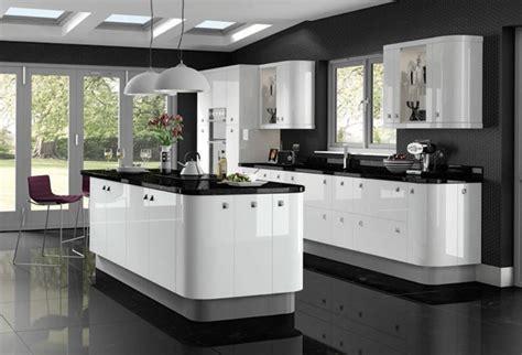 White Gloss Kitchen Ideas by Cuisine Blanche Avec Plan De Travail Noir 73 Id 233 Es De