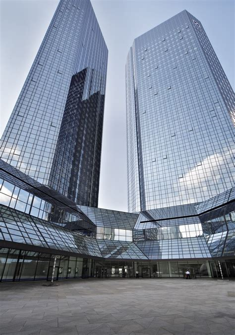 deutsche bank adresse frankfurt deutsche bank t 252 rme wurden umfassend modernisiert