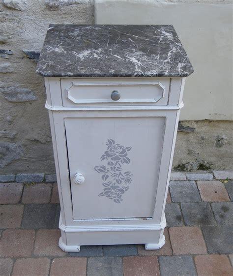 Chevet / meuble d?appoint patine blanche et marbre gris