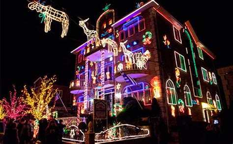 dyker heights christmas lights tour a dyker heights brooklyn tour delle case decorate con le