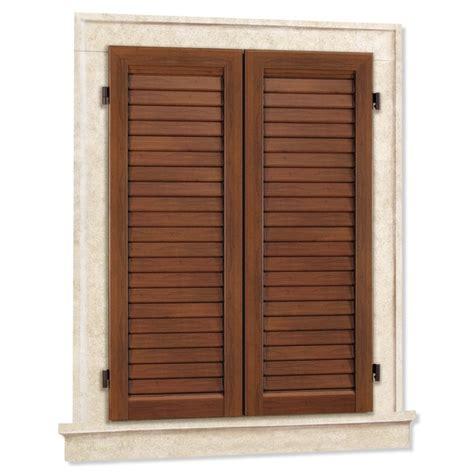 manutenzione persiane in legno persiane e scuri in alluminio con facciata in ceramica