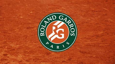 World Versus   Roland Garros vs Wimbledon