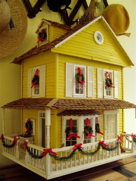 decorating your yellow den for christmas dollhouse decorated for