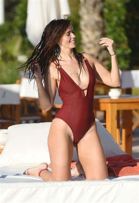 public pube slips jennifer metcalfe pubes and cameltoe in swimsuit poolside