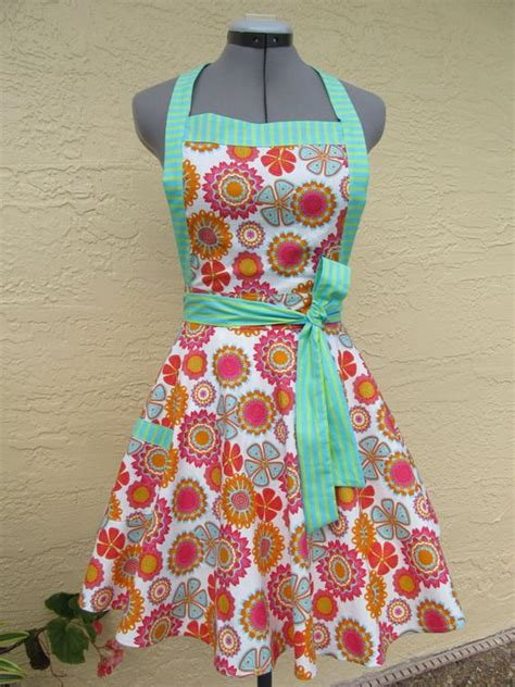 sewing craft apron retro style apron i need to learn to sew crafts
