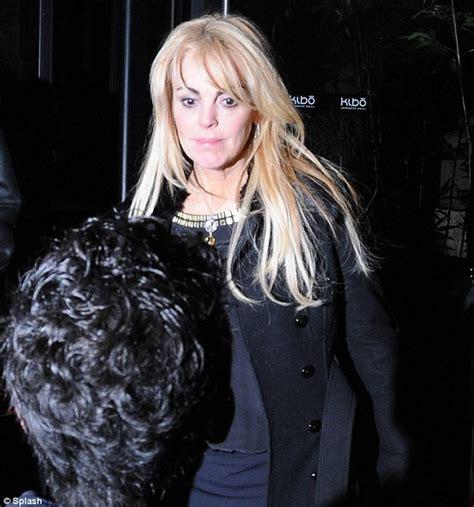 lindsay lohan snl review actress scores huge viewing