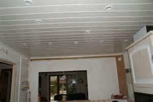 le plafond est fait de plaques de polystyr 232 ne comment le