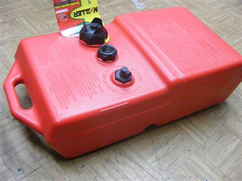 9 gallon boat gas tank moeller portable 9 gallon fuel gas ultra tank epa 620009lp
