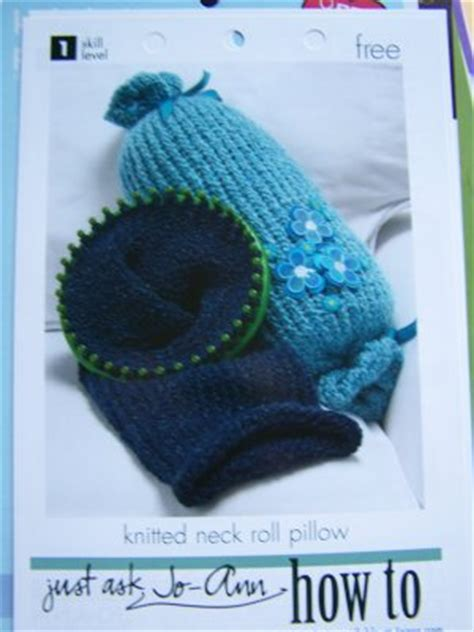Diy Neck Roll Pillow by Diy Knitted Neck Roll Travel Pillow Knitting Pattern 1