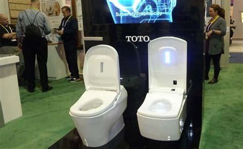 self cleaning bathroom self cleaning toilet makes splash in las vegas