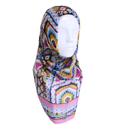 Kerudung Motif ceria dan fashionable dengan kerudung motif dari mezora