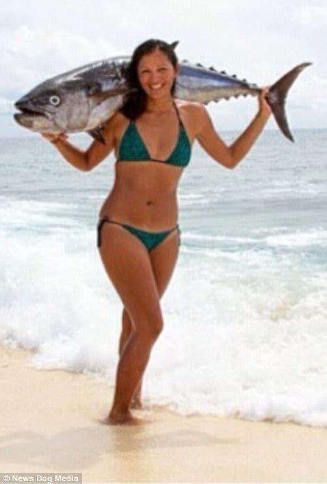 what kind of boat is the hot tuna glamorous spear fishing chion kimi werner can hold her