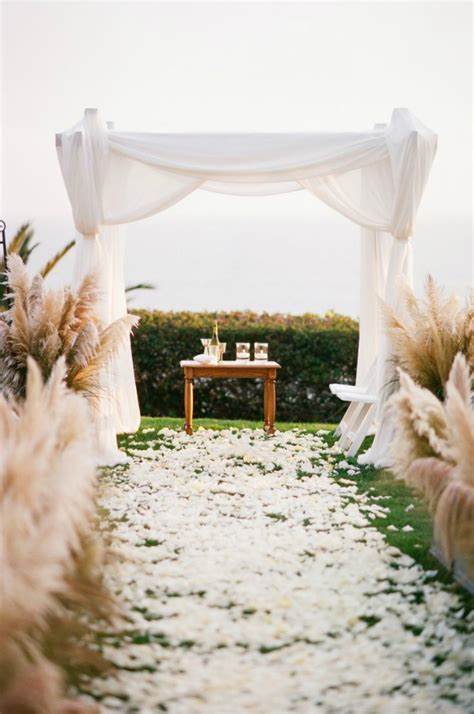 This Gorgeous Grass Makes For Luxurious Wedding Decor On